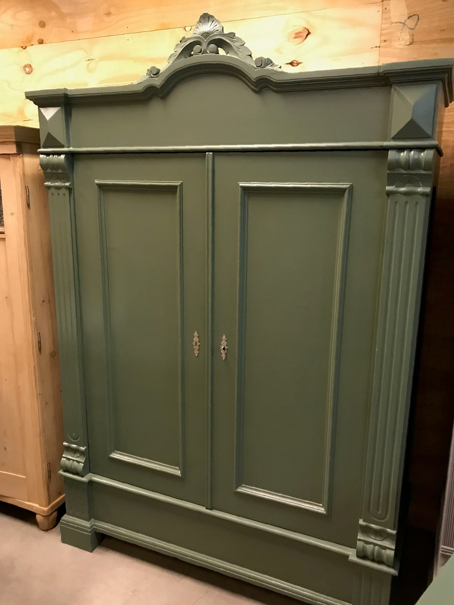 150x220x55 Antieke brocante kast uit 1880 kleur Green Smoke farrow and ball